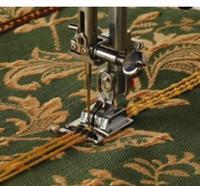 Patka pro šňůrky se třemi drážkami pro stroje s rotačním chapačem